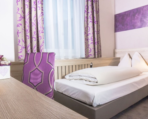 Single room-Hotel Neue Post