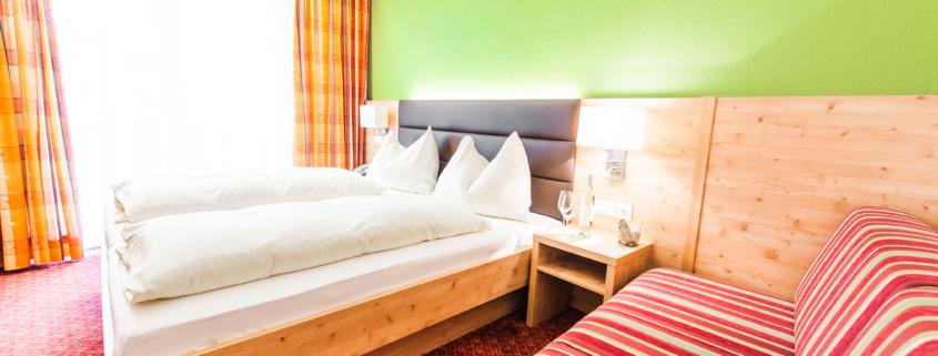 geräumiges Dreibettzimmer im Hotel Rössl