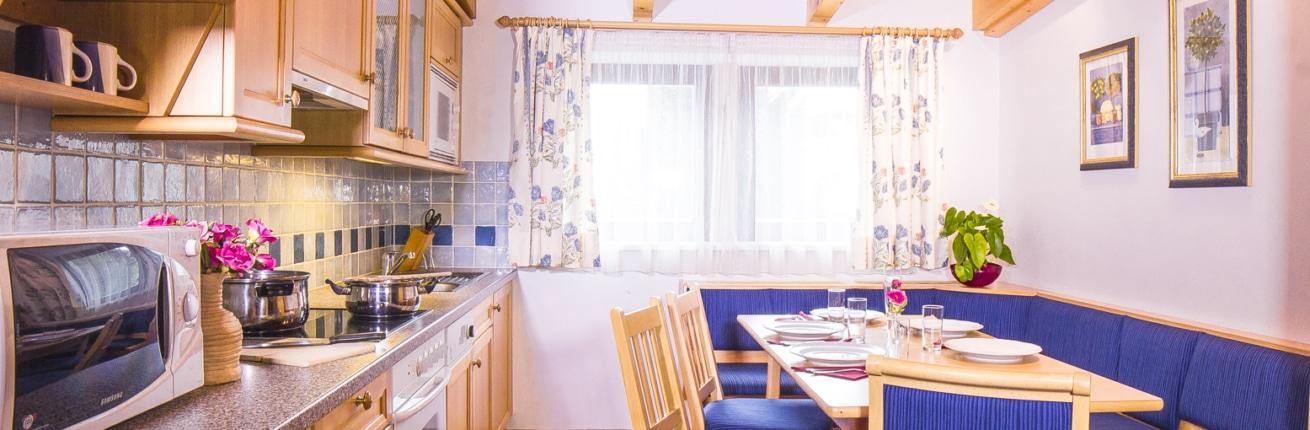 Küche und Essbereich Apartment Typ D im Hotel Schladmingerhof